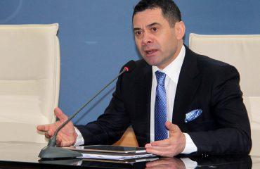 """""""ANTENA JASHTË FAMILJES"""", Arben Ahmetaj: Në 2018-ën, """"Vitin e Skënderbeut"""", do emigrojnë 200 mijë vetë"""