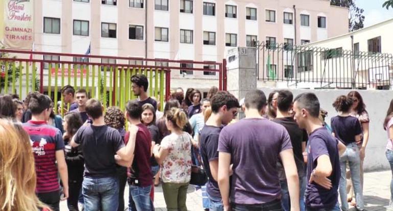 MASH sqaron proçedurat e regjistrimit në universitet për maturantët