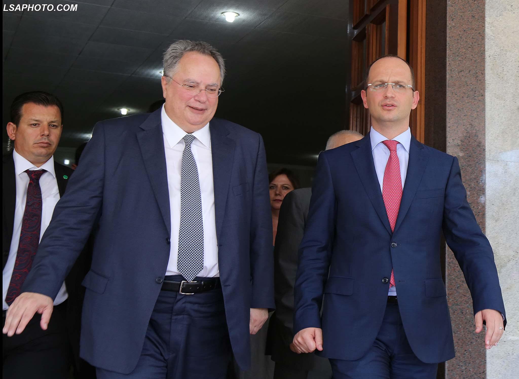 Takimi Kotzias-Bushati, së shpejti një marrëveshje për Ligjin e Luftës, detin dhe vulave Apostille