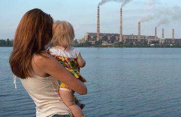 Ç'faj kanë fëmijët me ndotjen e ajrit!  OBSH: 1.7 milionë humbin jetën çdo vit