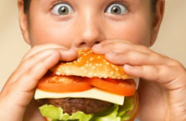 Shifrat e mjekëve, shqetësuese: Një në tre fëmijë është mbipeshë, 11% janë obezë