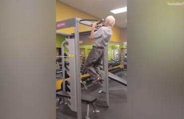 Florida, feston 90-vjetorin me ushtrime në palestër (Video)
