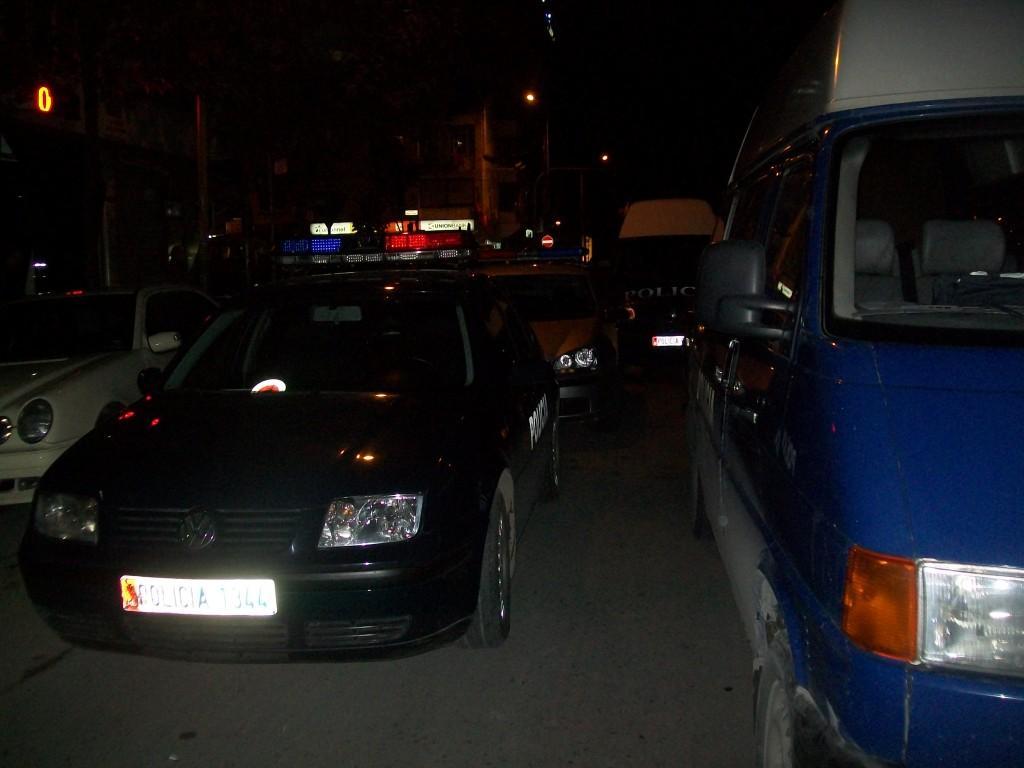 Të shtëna me armë në Vlorë, pas konfliktit autori qëllon me pistoletë drejt makinës