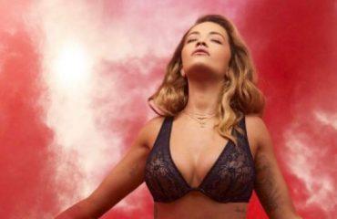 Rita Ora, si gjithnjë e nxehtë me të brendshme