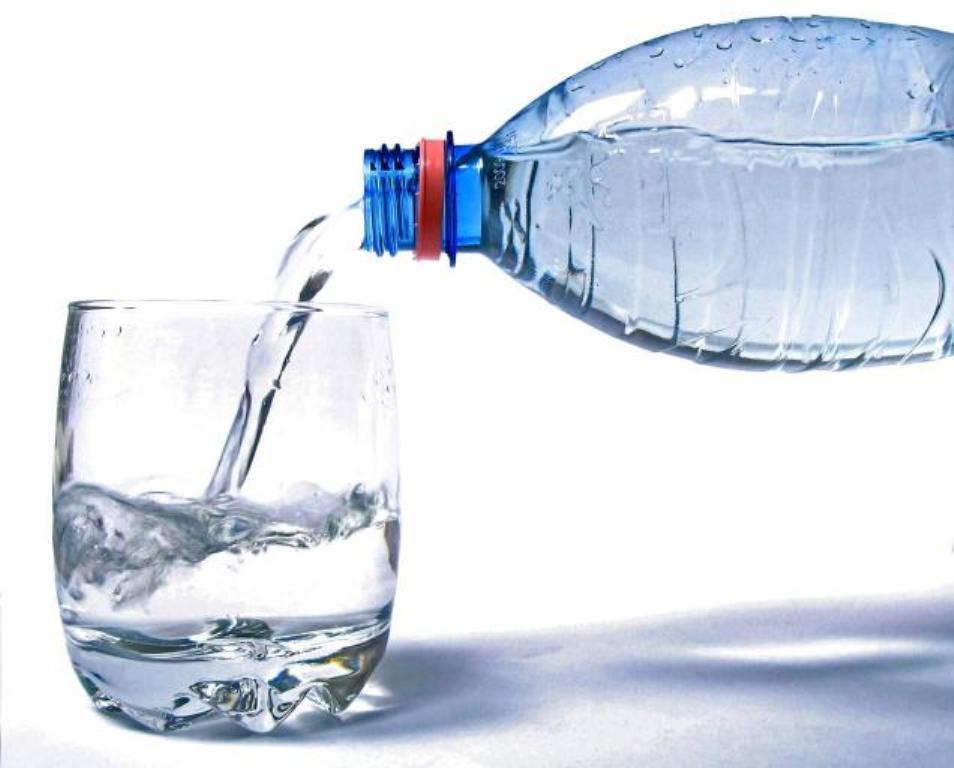 Sa ujë duhet të konsumoni sipas peshës trupore