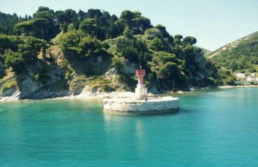 Ishulli i Sazanit, një tjetër destinacion turistik këtë verë