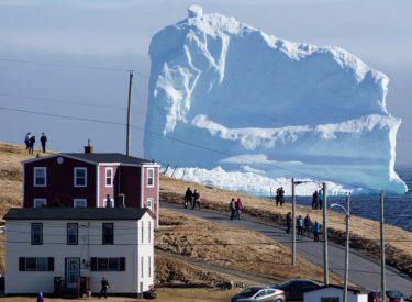 Kur ajsbergu të kalon përpara shtëpisë...foto spektakolare