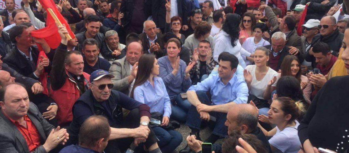 Basha dhe 12 deputetë të PD-së procedohen penalisht lidhur me protestën e djeshme