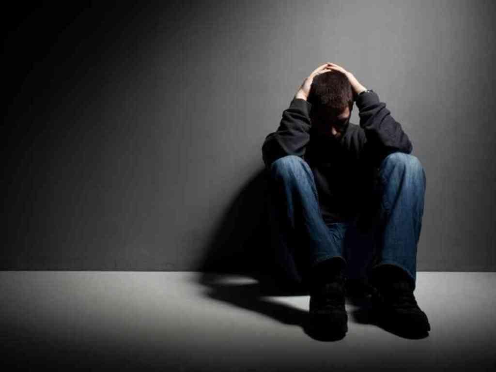 Depresioni, ja disa nga shenjat tipike që duhet të ngrenë alarmin