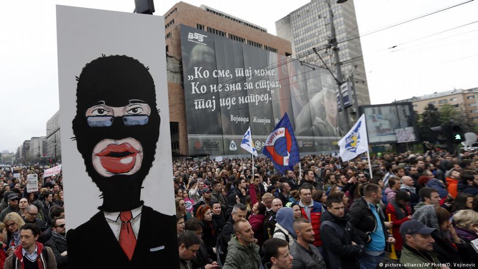 """Fushata """"Mjaft më!"""" po përhapet në Serbi"""
