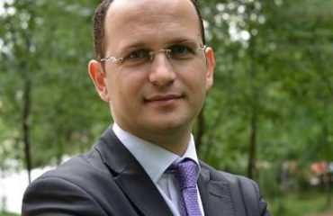 Foreign minister Bushati distributes school texts for the diaspora in the US