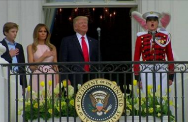 Tjetër gafë e Trump, Melania i tërheq vëmendjen (Video)