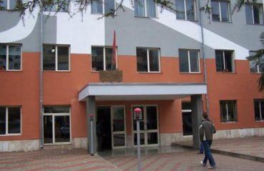 """Sherr mes gjimnazistëve të """"Petro Ninit"""", plagoset një nxënës në Tiranë"""