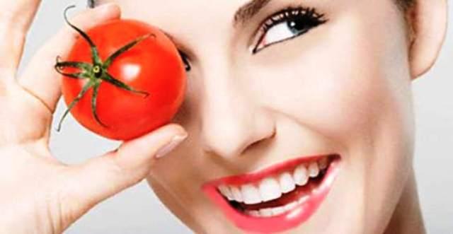 Maskë për fytyrën me domate dhe miell qiqrash