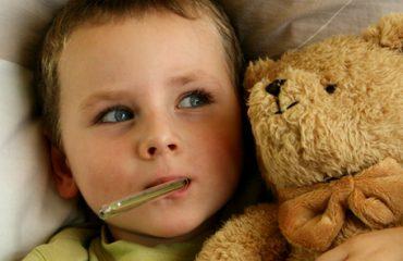 Shpërthejnë virozat, 350 fëmijë në pediatri çdo ditë