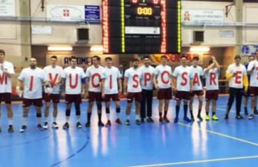 Itali, ndalon ndeshjen për t'i propozuar të dashurës (Video)