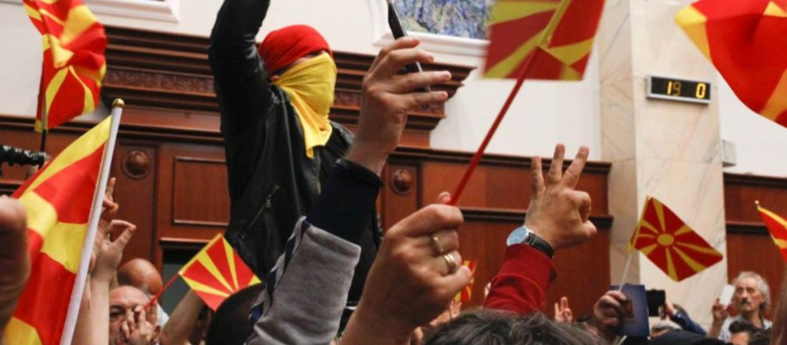 Prokuroria, lëshohen fletarreste për 15 persona që sulmuan Kuvendin e Maqedonisë