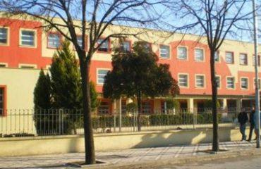U akuzua për abuzim seksual me dy nxënëse, jepet masa e sigurisë për drejtorin e gjimnazit në Berat