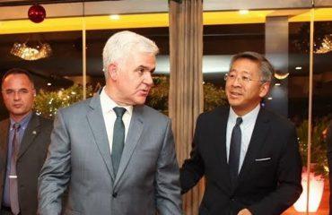 Xhafaj takon ambasadorët Lu dhe Vlahutin, njofton mbërritjen e FBI-së