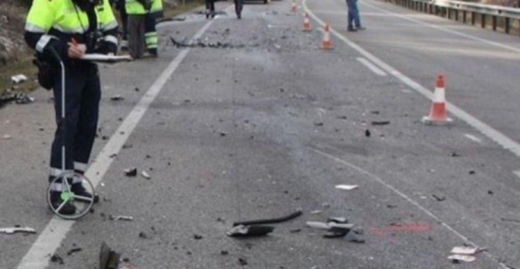 """Aksidentohet të rinjtë me """"Benz"""" në Tiranë, një i vdekur e 2 të plagosur rëndë"""