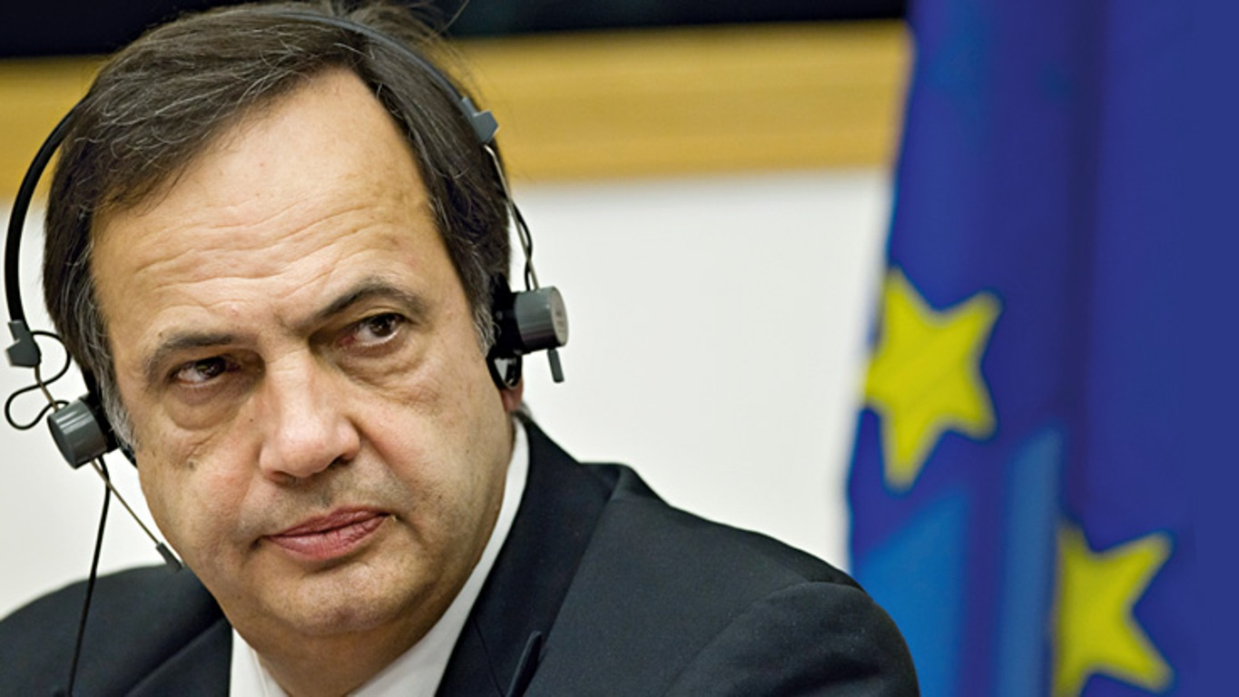 Fleckenstein congratulates the sides on reaching an agreement