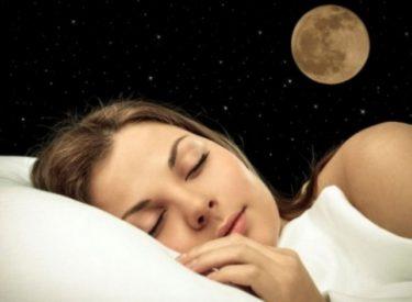STUDIMI/ Si ndikojnë ndryshimet e Hënës në cilësinë e gjumit