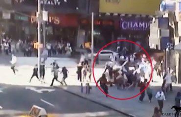 """""""Times Square"""", pamjet e rënda të makinës që kaloi mbi turmë"""