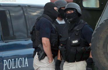 Breshëria e plumbave mes makinave në Vlorë, në qytet dhe fshatra zbarkojnë FNSH dhe Delta Force