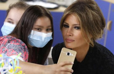 'Selfie' dhe vizatime për Melania Trump në spital me fëmijët