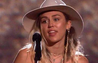 Miley Cyrus përlotet në Billboard Music Awards 2017