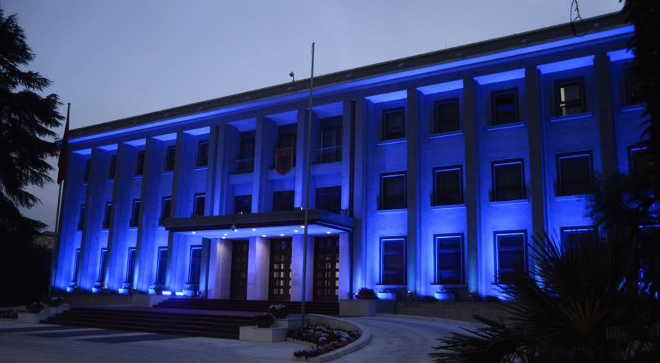 E kujt është Presidenca? Sherri i Tiranës me Moskën për godinën