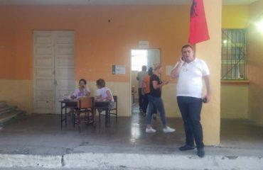 Shtyrja e zgjedhjeve shoqërohet me përplasje të komisionerëve në Kavajë