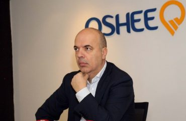 Rikthehet në krye të OSHEE-së Adrian Çela, largohet Drejtori i parë teknik