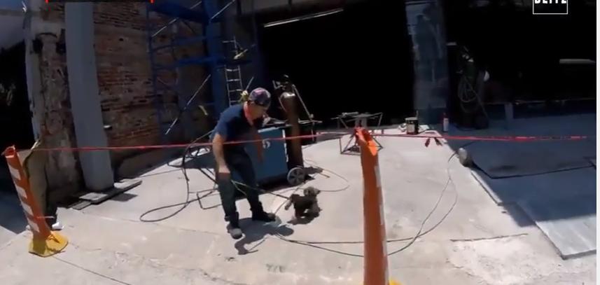 Meksikë, rrezikon jetën për të shpëtuar qenin e tij (Video)