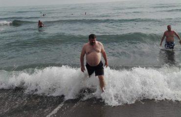 """""""Kaubojsi"""" pas humbjes në plazh, """"S'kam jetuar nga politika e nuk do të jetoj prej saj"""""""