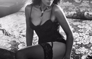 Monina Bellucci shkëlqen edhe në foto bardhezi