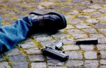 Plagoset me armë zjarri një person, njihej nga policia