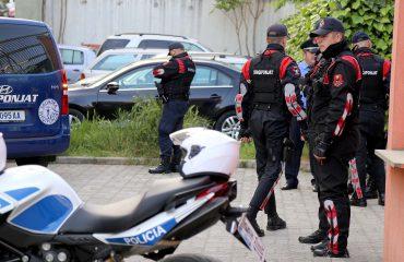 Dhunoi të rinjtë e PD në Urën Vajgurore, ndalohet polici bashkiak