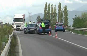 Aksident në aksin rrugor Shkodër-Velipojë, tre të plagosur