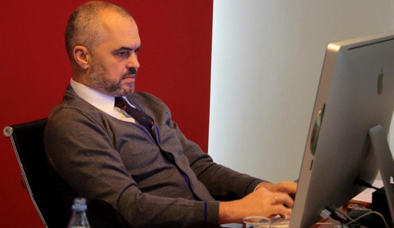 """Qytetari """"mallkon"""" Ramën për tragjedinë e Zvërnecit, reagon kryeministri"""