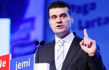 Patozi nuk ndalet: Takim në Tiranë me demokratët kundër Bashës