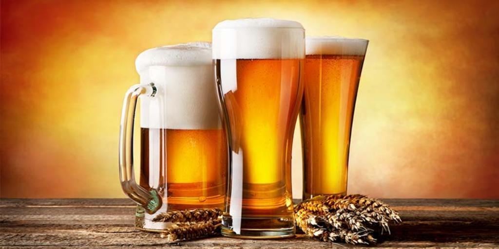 Përse rekomandohet të pihet birra në gotë dhe jo në shishe? Ja arsyet