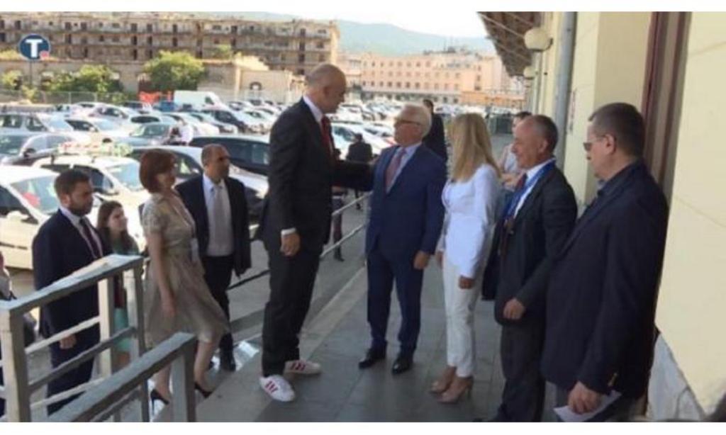 Mediat serbe: Kryeministri shqiptar në Trieste, përsëri u shfaq me atlete!