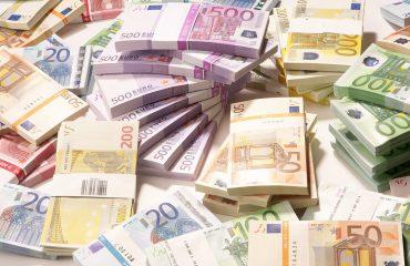 Euro recovering against lek