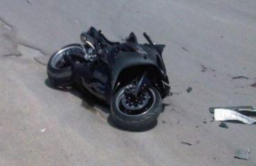 Aksident në Tiranë, makina përplas motoçiklistin