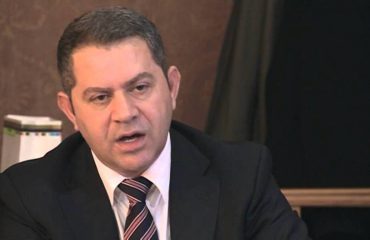 """""""ANTENA JASHTË FAMILJES"""", Idrizi shpërthen ndaj Saimir Tahirit: Çamët nuk janë marrë kurrë me hashash!"""