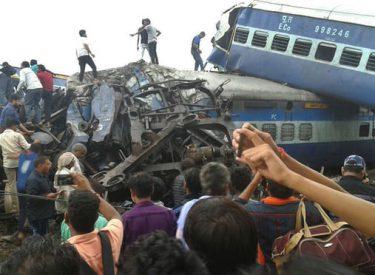 """Treni del nga shinat, bilanc """"i frikshëm"""" me 24 të vdekur e qindra të plagosur"""