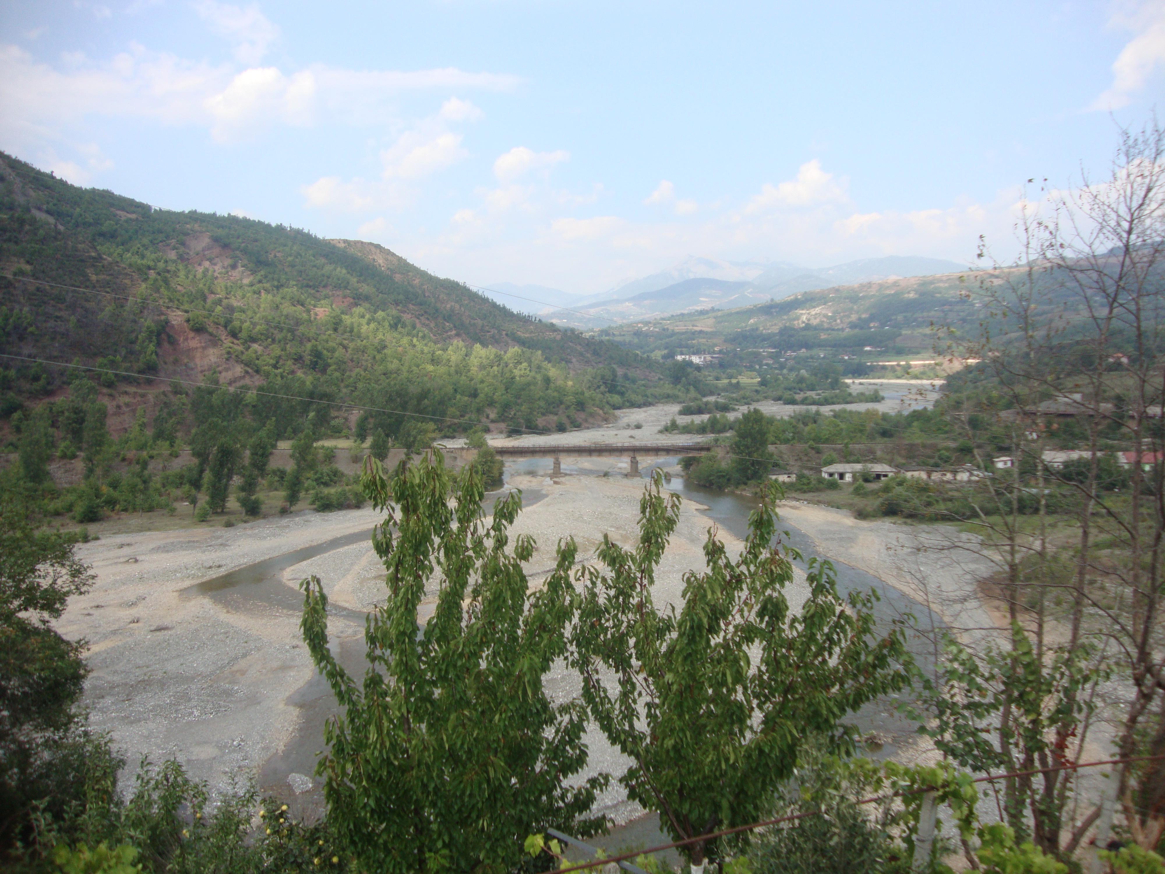 Identifikohet i mbyturi në Lumin Shkumbin