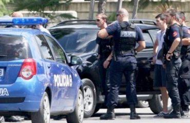Vijon në Berat verifikimi i automjeteve luksoze, sekuestrohen 10 makina