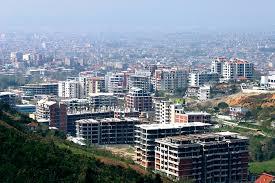 Të ndërtosh bëhet më e shtrenjtë, por t'i blesh banesat, është më lirë